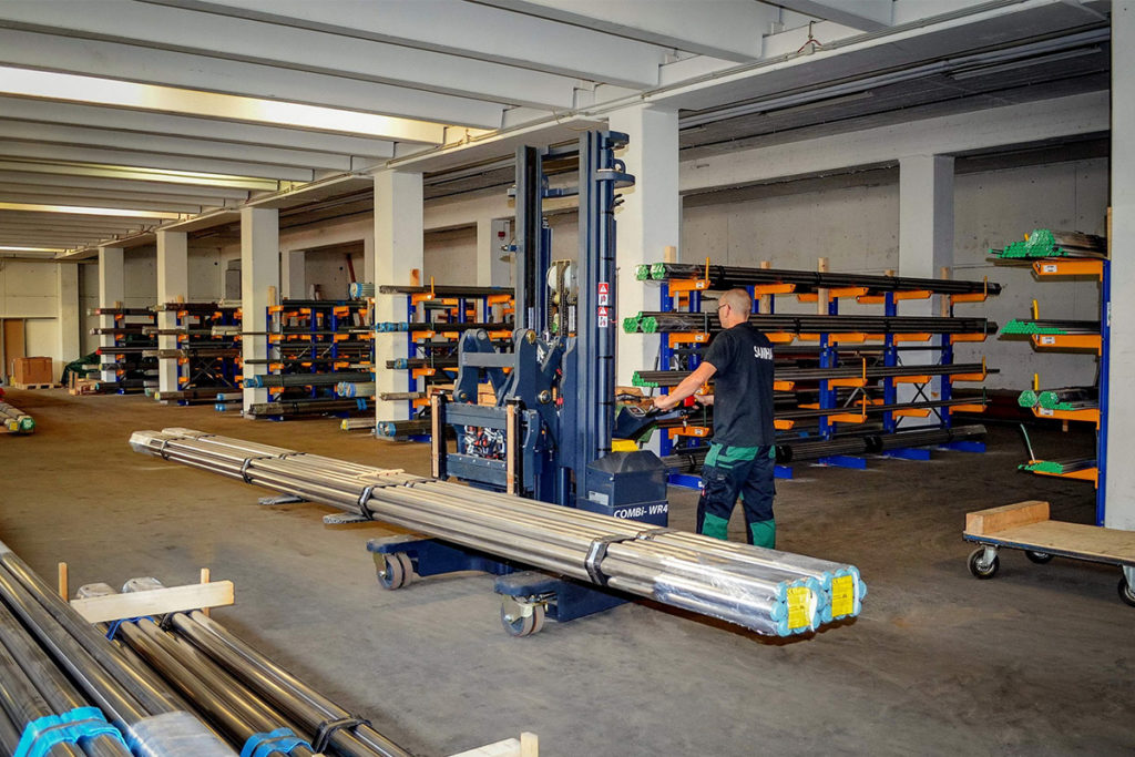 Three times quicker to handle pipes with Combilift's WR4